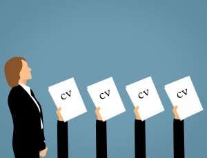 femeie aplica pentru job